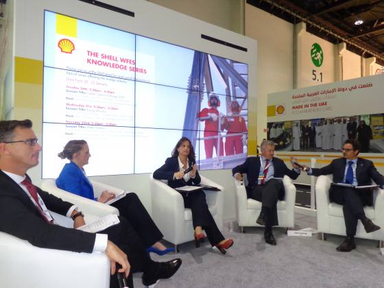 Ανάλυση των διεθνών ενεργειακών τάσεων από ειδικούς αναλυτές στο περίπτερο της Shell, World Future Energy Summit 2015