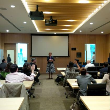 Η Carol Brandt, Chancellor of Global Education and Outreach, NYUAD σε διάλεξη προς τους φοιτητές του Προγράμματος